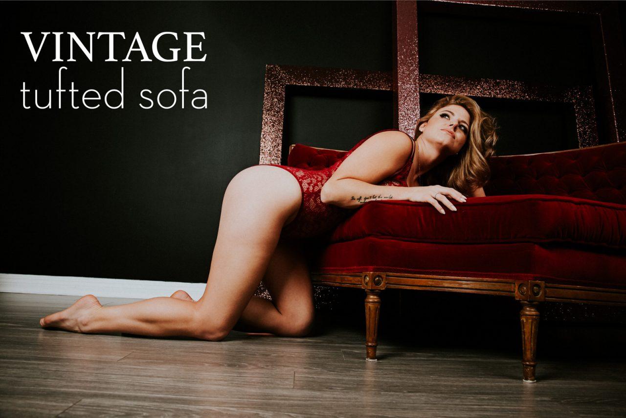 vintage-tufted-sofa-SARAH-PUKIN