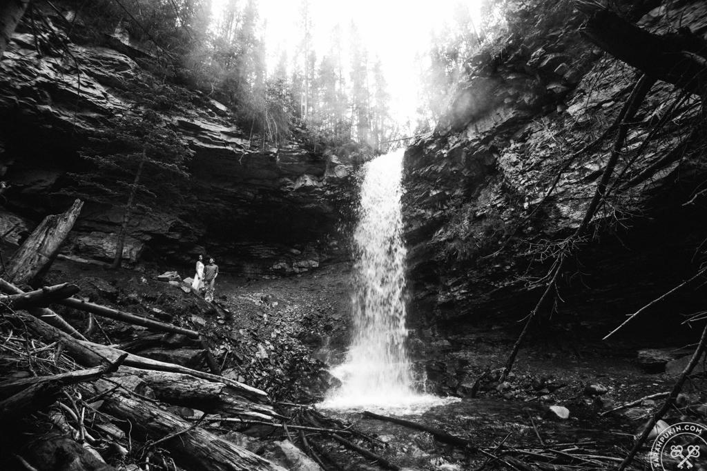 troll-falls-engagement-photos-kananaskis-alberta-25