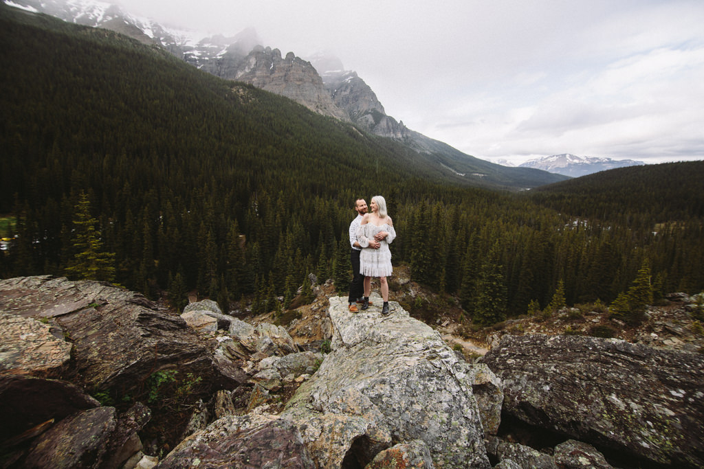 moraine lake engagement photos with sarah pukin phoography.