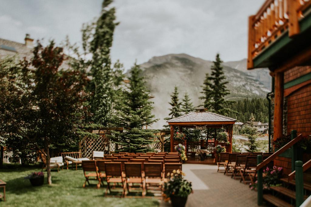 Quaint Mountain Wedding at A Bear & Bison Inn