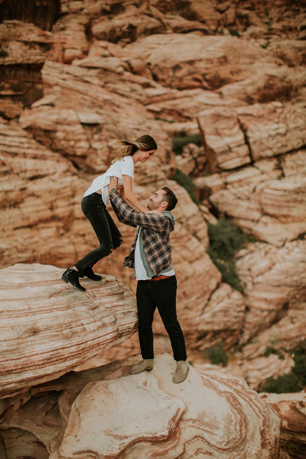 vegas engagement photos at red rock canyon
