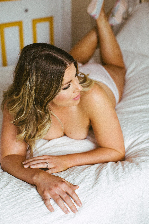 curvy-boudoir-photos-calgary
