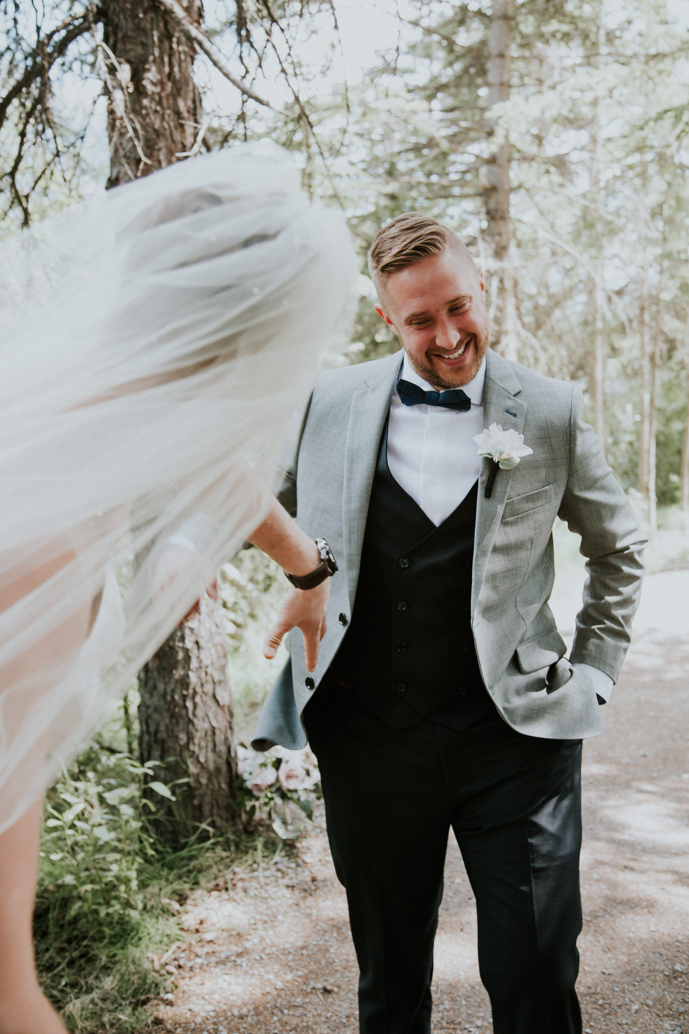 first-look-needs-to-be-crashed-by-your-best-man-in-a-wedding-dress-5