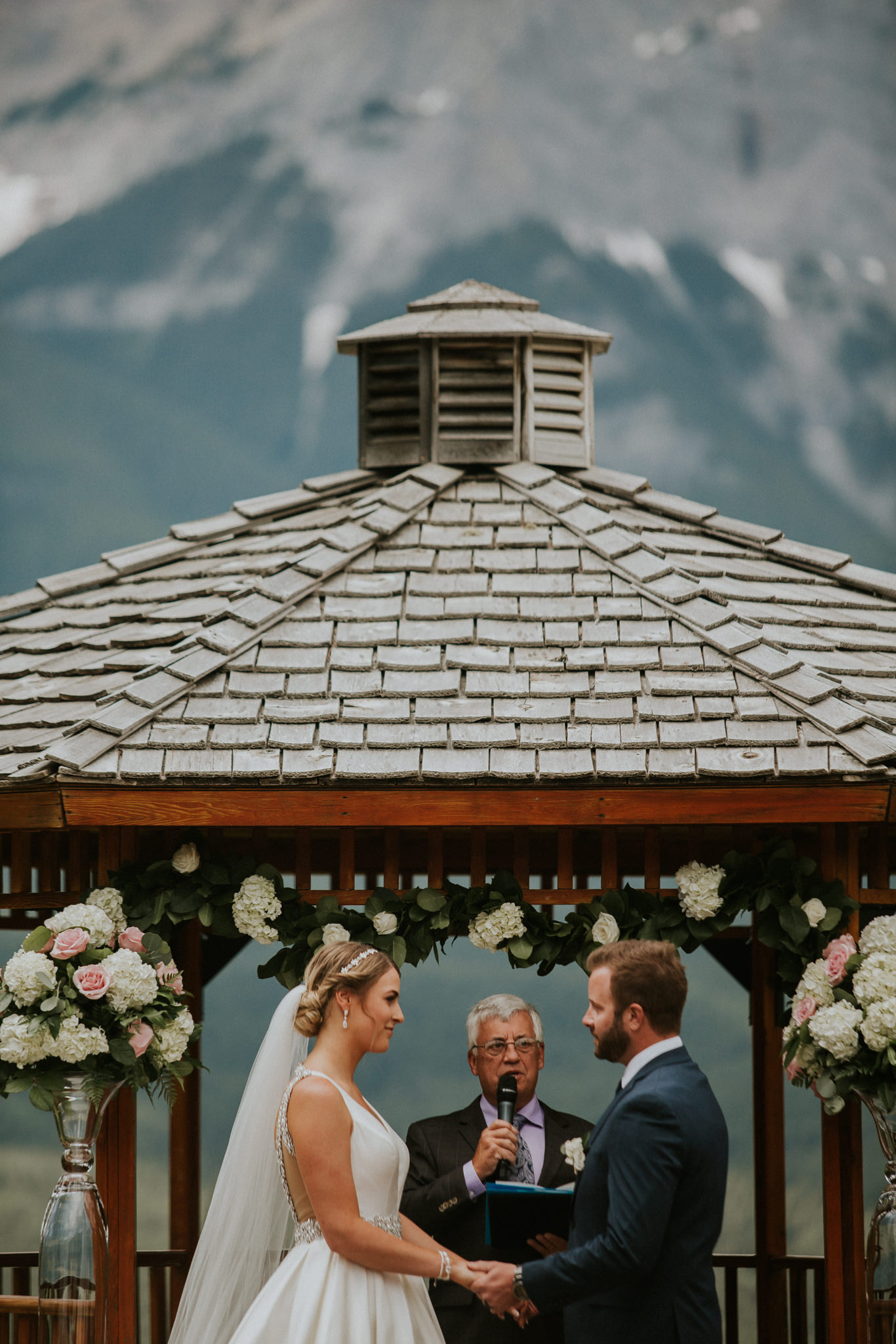 nicole-and-nick-silvertip-resort-golf-course-wedding-canmore-112