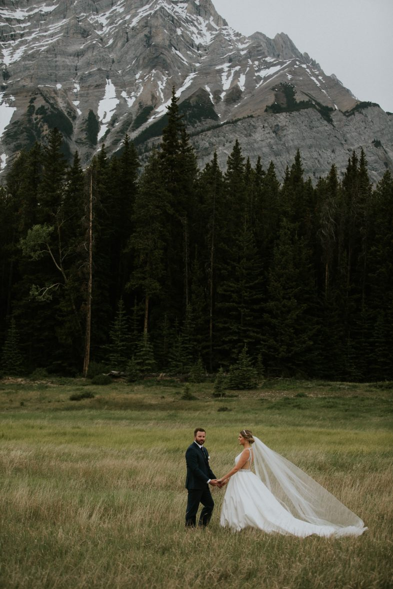 nicole-and-nick-silvertip-resort-golf-course-wedding-canmore-152