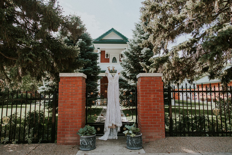 summer-backyard-wedding-in-alberta-sarah-pukin-0002
