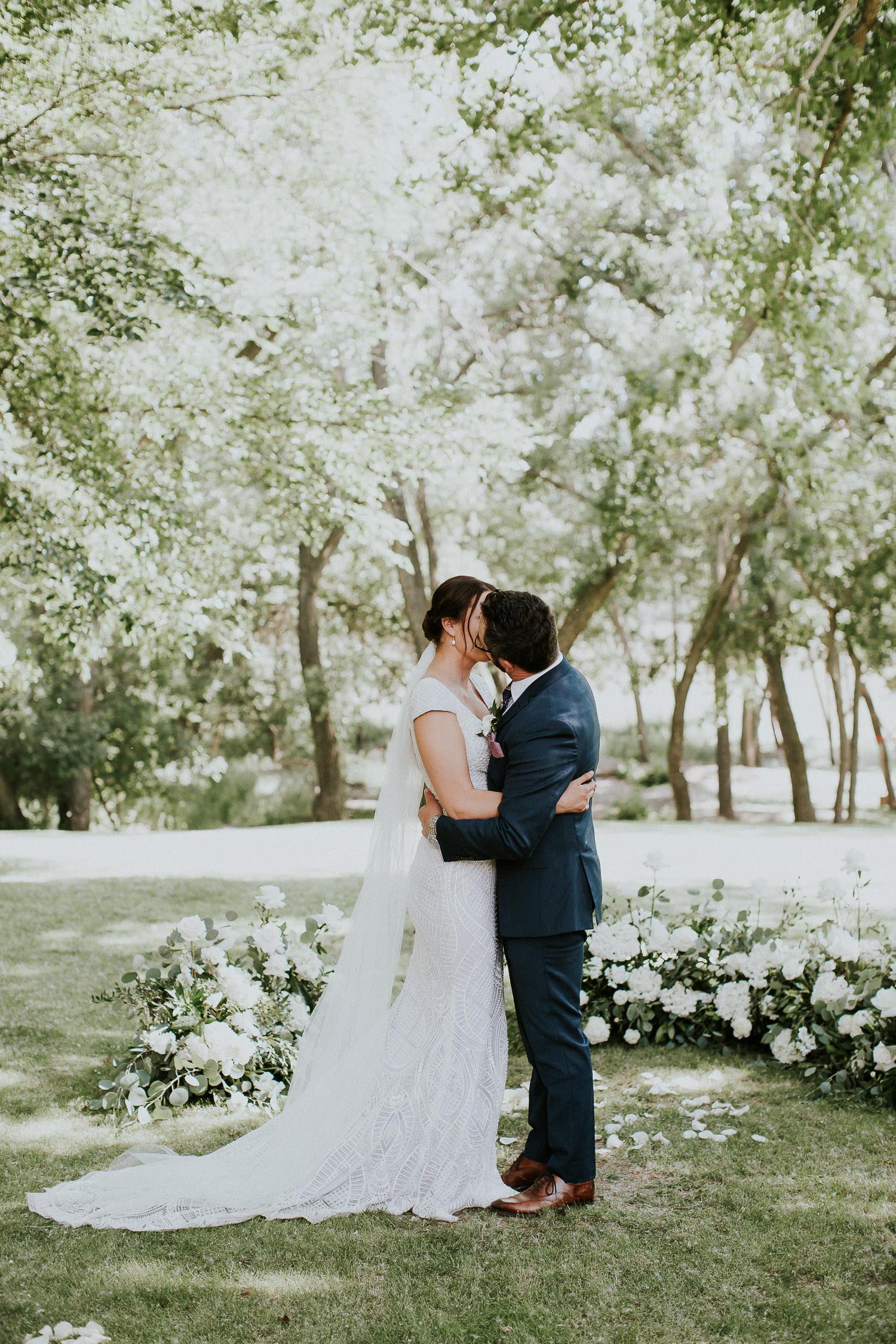 summer-backyard-wedding-in-alberta-sarah-pukin-0114
