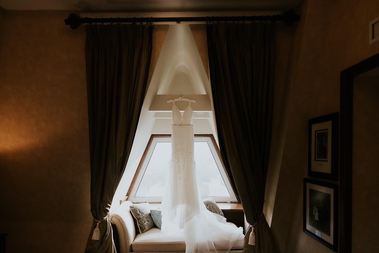 intimate-wedding-at-banff-springs-hotel-sarah-pukin-0002