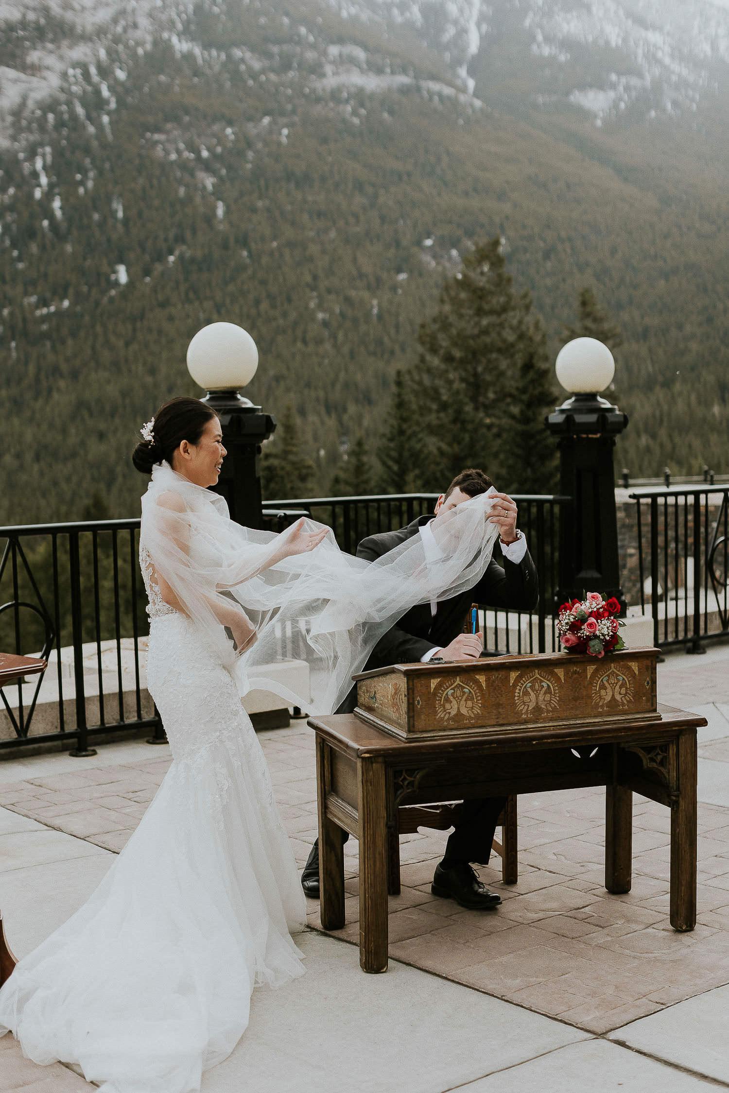 intimate-wedding-at-banff-springs-hotel-sarah-pukin-0107