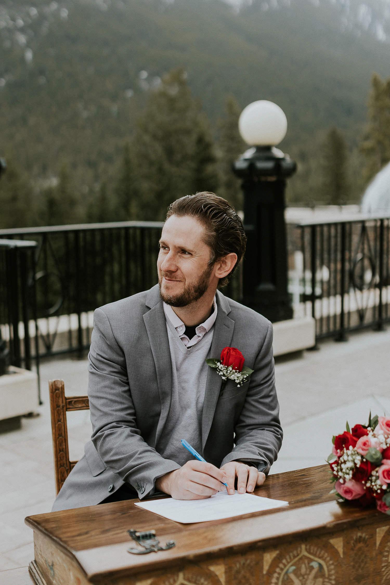 intimate-wedding-at-banff-springs-hotel-sarah-pukin-0112